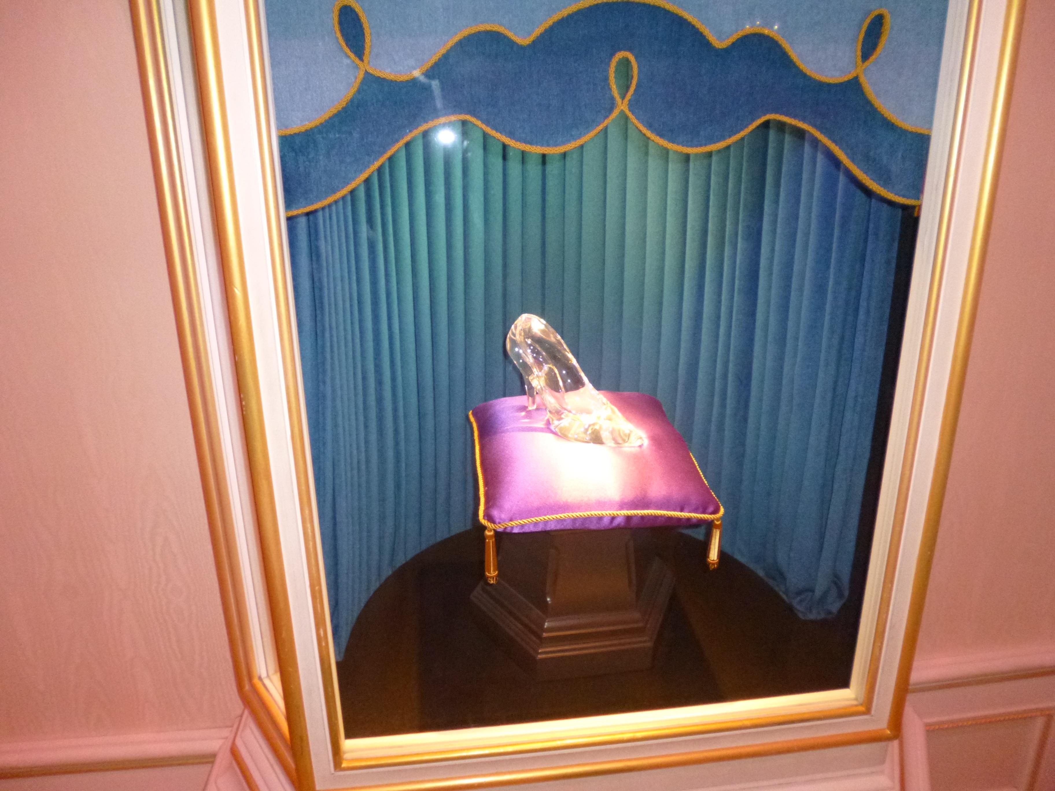 【ディズニーランド・シンデレラ城】中に入れるアトラクションはどんなの?【待ち時間・何時まで】